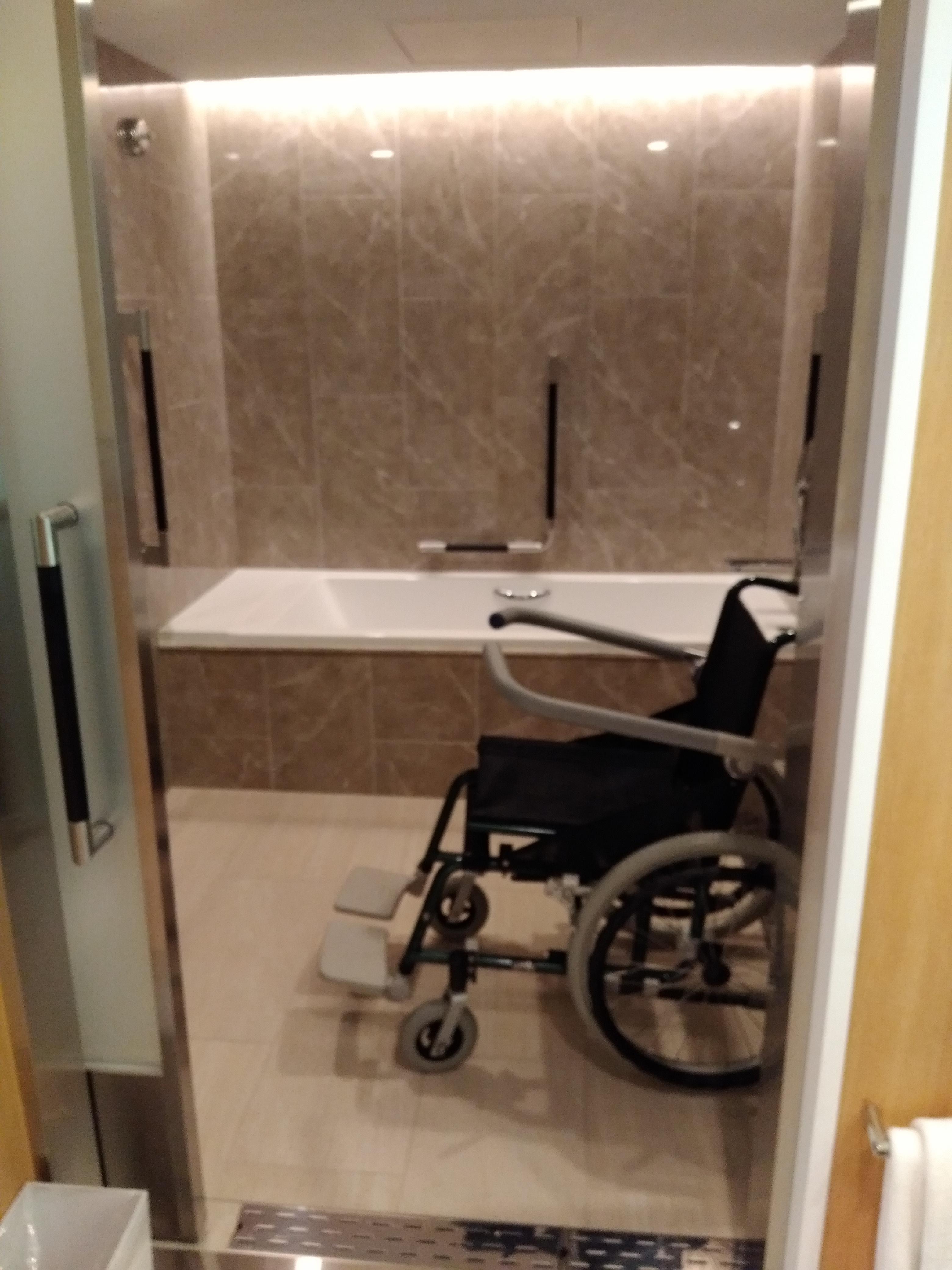 Taking a Bath in a Wheelchair - Keio Plaza Hotel, Shinjuku, Tokyo